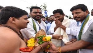 YS Jagan PrajaSankalpaYatra Day 324th Photo Gallery - Sakshi