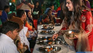 Mukesh Ambani with wife Nita Ambani Serve Food Photo Gallery - Sakshi