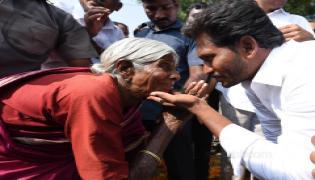 YS Jagan Mohan Reddy Emotional Photos In Praja Sankalpa Yatra - Sakshi