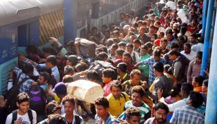 Sankranti Festival Rush Chokes Secunderabad Railway Photo Gallery - Sakshi