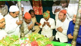 Ys jagan Prayers Ameen Peer Dargah at Kadapa - Sakshi