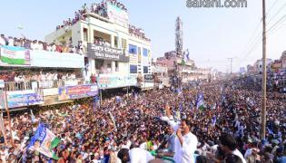 YS Jagan public meeting at Vinukonda in Guntur District - Sakshi