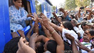 ys sharmila Bus Yatra in Guntur - Sakshi