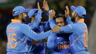 India clinch 8 run win in a thriller at Nagpur  - Sakshi