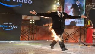 Akshay Kumar sets himself on fire Photo Gallery - Sakshi