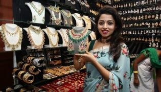 Actress Navya Swamy Inaugurated Trendz Expo Taj Krishna Photos - Sakshi