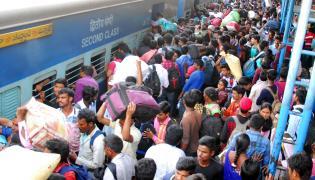 Heavy Rush at secunderabad railway station photo gallery - Sakshi
