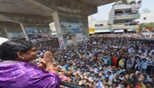 YS vijayamma public meeting at Dhone  photo Gallery - Sakshi