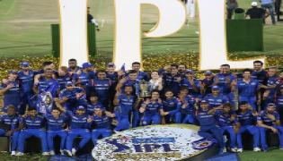 Mumbai Indians beat Chennai Super Kings by 1 run photo Gallery - Sakshi