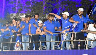 Mumbai Indians celebrate record fourth IPL title Photo Gallery - Sakshi