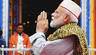 PM Narendra Modi arrives in Kedarnath - Sakshi