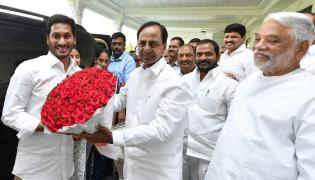 YS Jagan meets Telangana CM KCR in Pragathi bhavan Photo Gallery - Sakshi