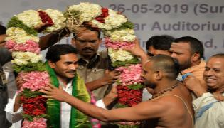 Andhra Pradesh CM Elect YS Jagan Gets Grand Welcome At AP Bhavan Photo Gallery - Sakshi
