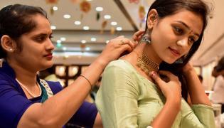 Akshaya Tritiya Shopping in Hyderabad Photo Gallery - Sakshi