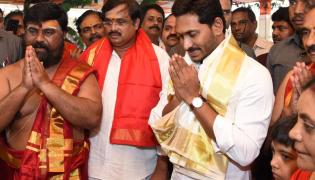 ys Jagan Attends Maha Rudra Sahitha Chandi Yagam Purnahuti Photo Gallery - Sakshi
