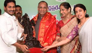 Farewell for Governor ESL Narasimhan In Vijayawada Photo Gallery - Sakshi
