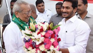 Grand Welcome Ap New Governor Biswabhusan Harichandan In Amaravati - Sakshi