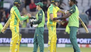 South Africa beat Australia by 10 runs - Sakshi