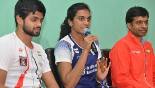 PV Sindhu With Pullela Gopichand Press Meet Photo Gallery - Sakshi