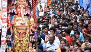 Huge Rush Of Devotees At Khairatabad Ganesh Photo Gallery - Sakshi
