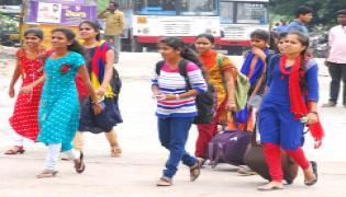 Hyderabad City Bus Stations Full of Rush Dussehra Festival  - Sakshi