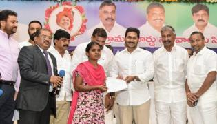 YS Jagan Handed Over Appointment Letters Ap Grama Ward Sachivalayam Candidates Photo Gallery - Sakshi