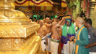 AP CM YS Jagan Offers Special Prayers at Tirumala Brahmotsavam 2019 Photo Gallery - Sakshi