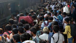 Heavy Rush at Secunderabad Railway Station Photo Gallery - Sakshi
