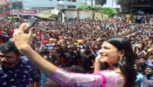 Shruthi Hassan Opens Shopping Mall In Khammam Photo Gallery - Sakshi