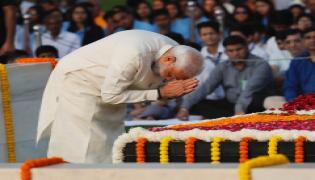 Leaders pays tribute mahatma gandhi Photo Gallery - Sakshi