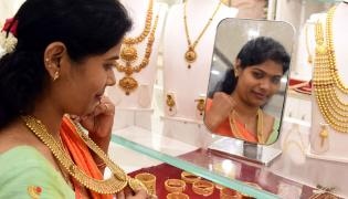 Huge Rush in Jewellery Shops for Dhanteras Photo Gallery - Sakshi