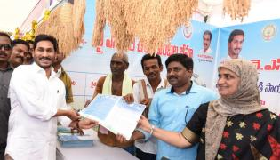 YS Jagan Visits Navarathnalu Stall In Eluru Photo Gallery - Sakshi