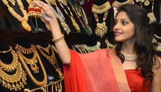 Actress Rahasya Gorakh Inaugurates Luxury Jewellery Expo At Taj Krishna - Sakshi