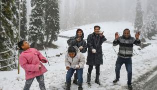 Heavy Snowfall Hits Jammu Kashmir Photo Gallery - Sakshi