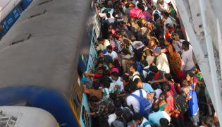 Heavy Rush in Secunderabad Railway Station Photo Gallery - Sakshi