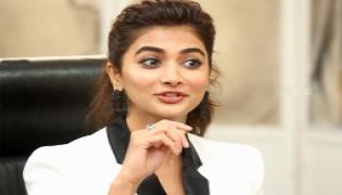 Pooja Hegde Beautiful Photo Gallery - Sakshi