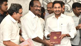 Ys Jagan Mohan Reddy Launch in Dairies 2020 Photo Gallery - Sakshi
