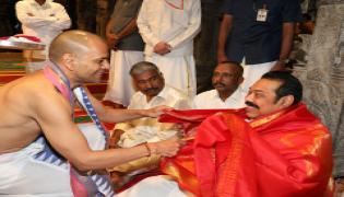 Sri Lankan PM Mahinda Rajapaksa Offers Prayers at Lord Balaji Temple in Tirupati Photo Gallery - Sakshi