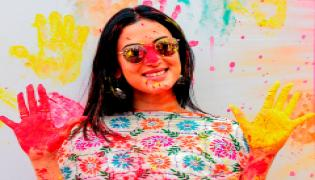 Celebrities Celebrate Holi In A Grand Style Photo Gallery - Sakshi