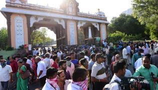Tirumala Tirupati Devasthanam Closes Alipiri Toll Gate  - Sakshi