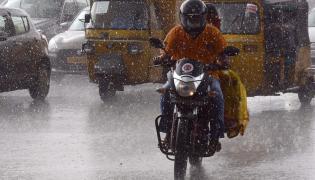 Heavy ranins in hyderabad Photo Gallery - Sakshi