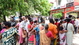 Heavy Rush in Tirupati Roads Photos Gallery - Sakshi