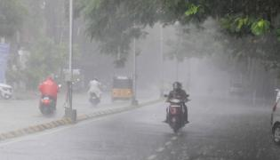 Heavy rain lashes Hyderabad Photo Gallery - Sakshi