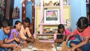 Childrens Making Clay Ganesha While Watching Sakshi TV Photo Gallery - Sakshi