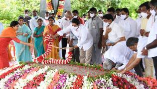 YSR 11th Death Anniversary Family Prayer At YSR Ghat - Sakshi