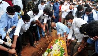 AP CM YS Jagans Father In Law EC Gangi Reddy Funeral Photo Gallery - Sakshi
