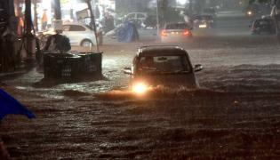 Heavy rains lash parts of Hyderabad Photo Gallery - Sakshi