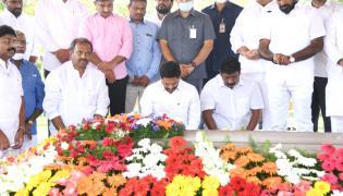 AP CM Ys Jagan Visits Ysr Ghat AT Idupulapaya - Sakshi
