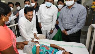 AP CM YS Jagan visits victims of Eluru incident Photo Gallery - Sakshi