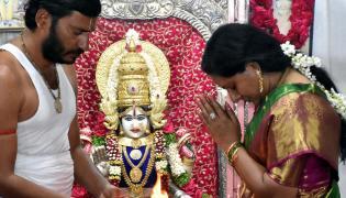 MLC Kavitha in Bhogi celebrations at Charminar in Hyd - Sakshi